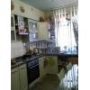 Недорого продам.  трехкомнатная кв-ра,  центр,  все рядом,  в отл. состоянии,  встр. кухня,  с мебелью