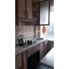 Недорого продам.  трехкомнатная шикарная кв-ра,  в самом центре,  все рядом,  встр. кухня,  быт. техника,  кондицинер