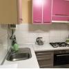 Всвязи с выездом.  2-х комнатная кв-ра,  в престижном районе,  все рядом,  шикарный ремонт,  с мебелью,  встр. кухня,  быт. техн