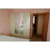 Всвязи с выездом.  2-х комнатная уютная квартира,  в престижном районе,  Парковая,  рядом Крытый рынок,  в отл. состоянии,  с ме